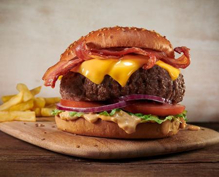 """La icónica """"Director's Choice"""" de Foster´s Hollywood, la más auténtica Burger de estilo americano de nuestro país, cumple 50 años"""