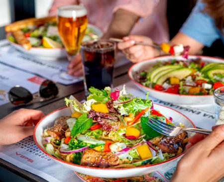 ¿Qué es una ensalada? VIPS reinventa el concepto con cuatro novedades que rompen los moldes